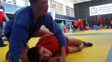Фото с отборочных тренировочных схваток самбистов