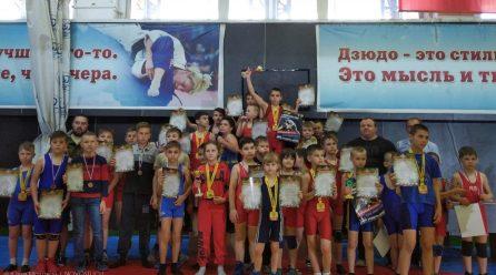 В Донецке состоялось Открытое первенство ЦСКА ДНР по вольной борьбе, посвященное Дню защиты детей